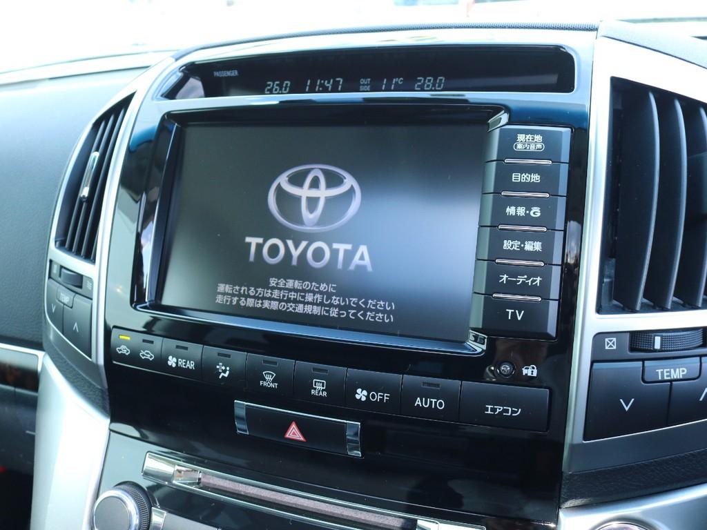 純正HDDナビ装備。高級車にふさわしい高額装備品です。
