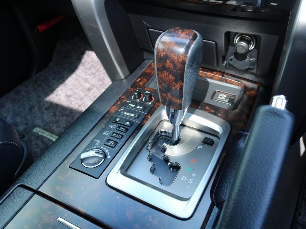ハイトコントロール装備。状況に合わせて、車高の高さが3段階から変更可能です。