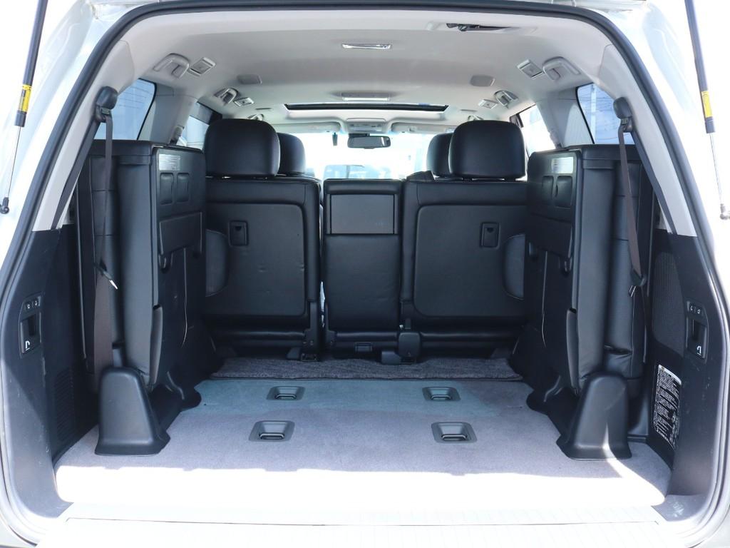 サードシートも電動です。さすがは最上級グレード、高級装備が満載です。