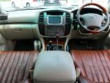 車内はウッドを基調にした高級感ある内装です!さすがはランクル100系!
