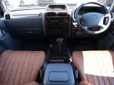 内装もちょうどいいサイズ感です!操作系も運転席から楽々届きます!