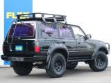 リアラダー装備でルーフラック迄のアクセスも楽々です!