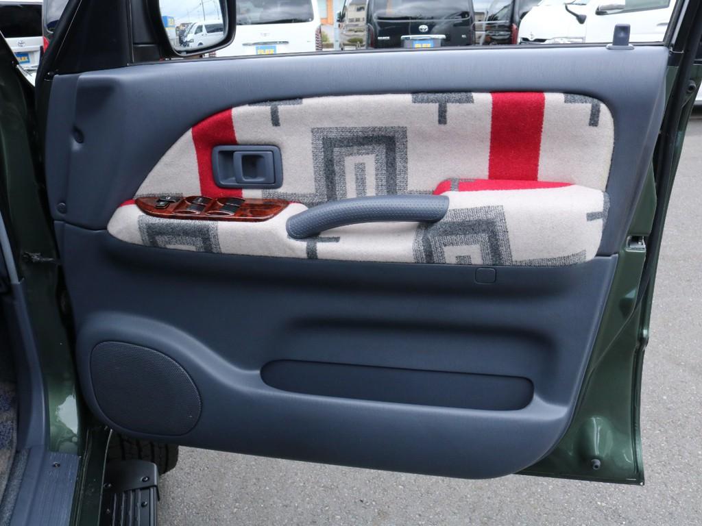 内張はオリジナル生地にて張替済み!シートカバーのデザインと統一しておりますので相性バッチリです!