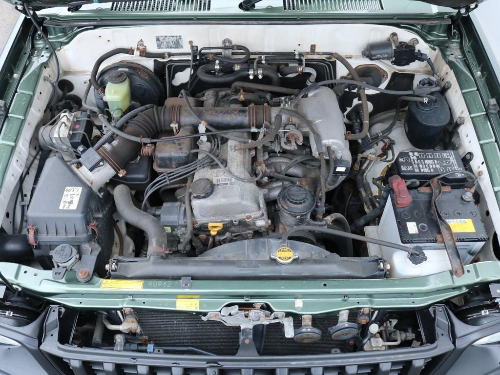 エンジンは2700cc・ガソリンエンジン!タイミングチェーン式ですので、後々高額となるタイミングベルト交換も不要です!