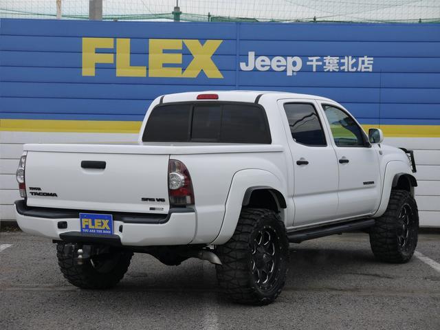 タコマ ダブルキャブ 4WD