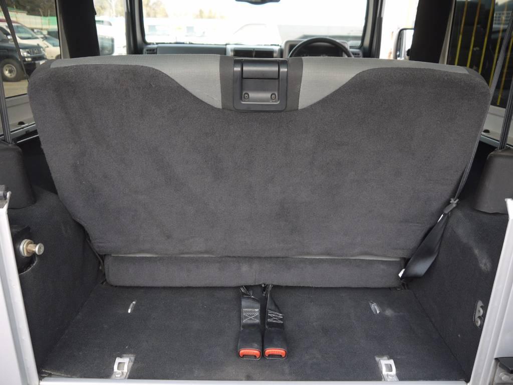 セカンドシートはワンタッチで折り畳み可能です♪   ジープ ラングラー サハラ ハードトップ 4WD