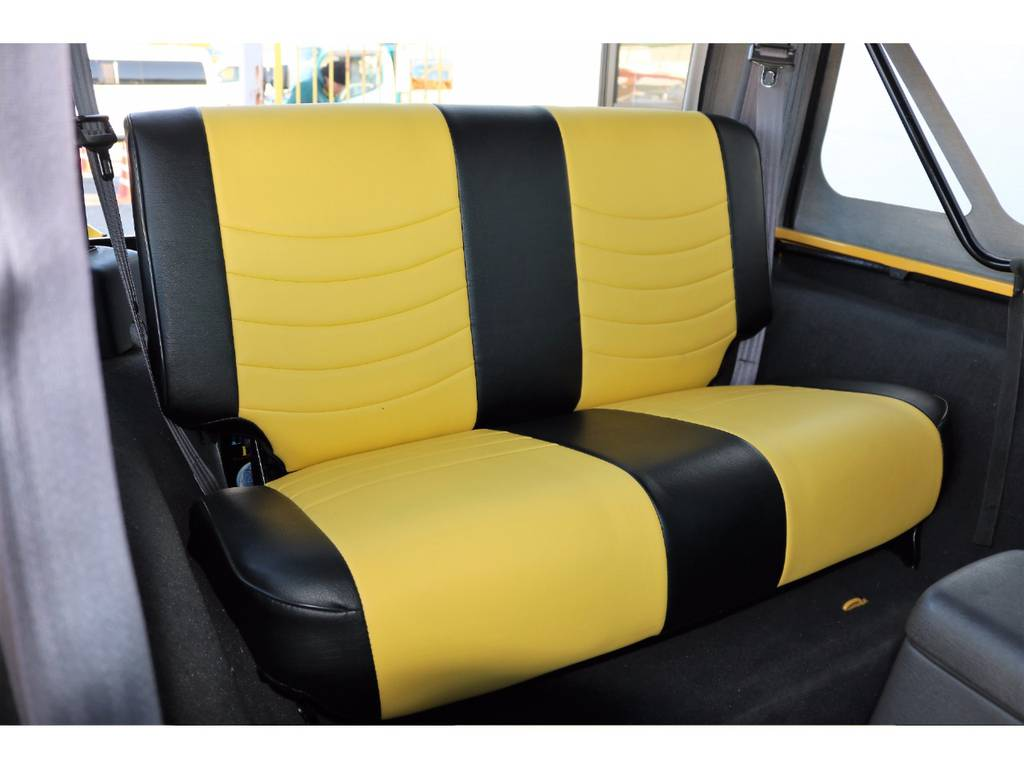 セカンドシート☆ワンタッチで折り畳み可能です♪   ジープ ラングラー スポーツ ソフトトップ 4WD