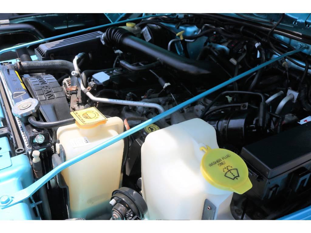 エンジンルーム☆別途安心メンテナンスパックもご用意しております。パック内容はウィークポイントとなるラジエーターおよびラジエター周辺部品は新品交換致します!! | ジープ ラングラー スポーツ ソフトトップ 4WD