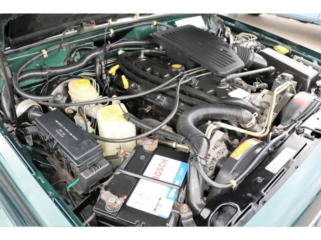ご覧の通り綺麗なエンジンルーム☆別途安心メンテナンスパックもご用意しております。詳細はお気軽に担当スタッフまで♪ | ジープ チェロキー リミテッド 4WD