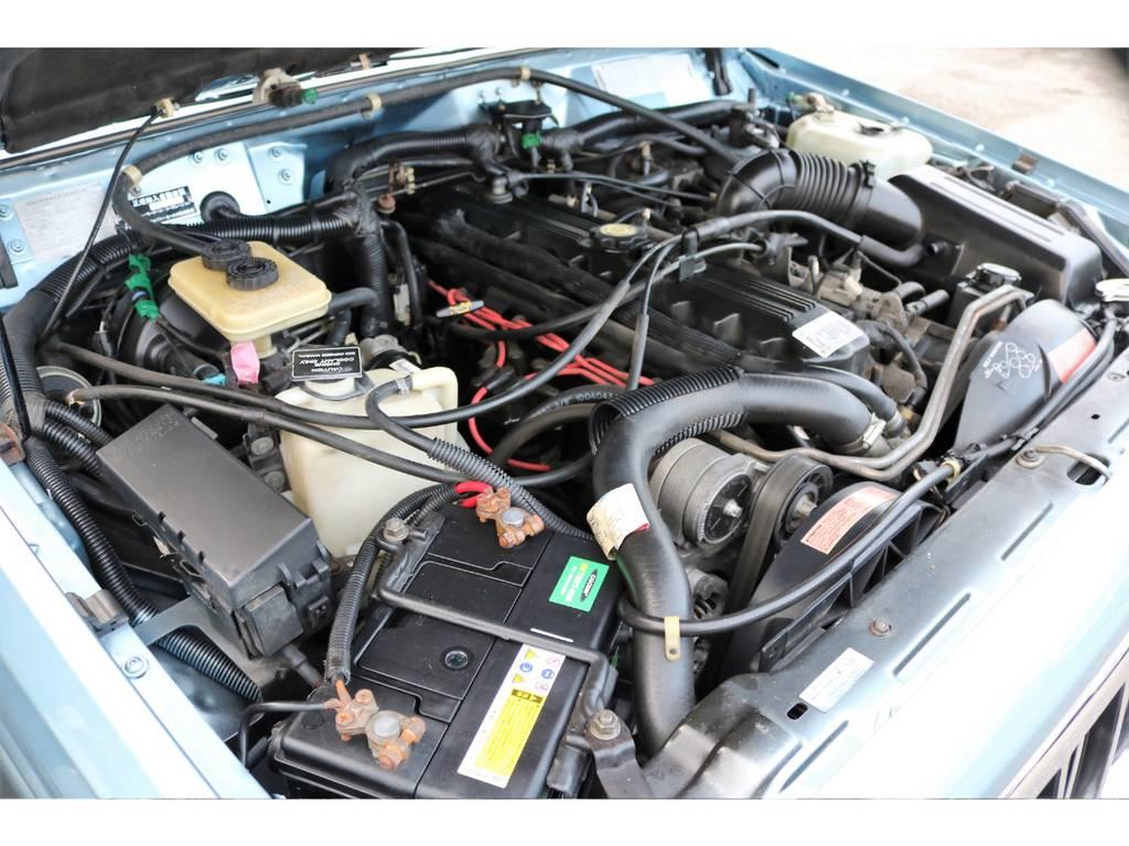 ご覧の通り綺麗なエンジンルーム☆別途安心メンテナンスパックもご用意しております。詳細はお気軽に担当スタッフまで♪   ジープ チェロキー リミテッド 4WD