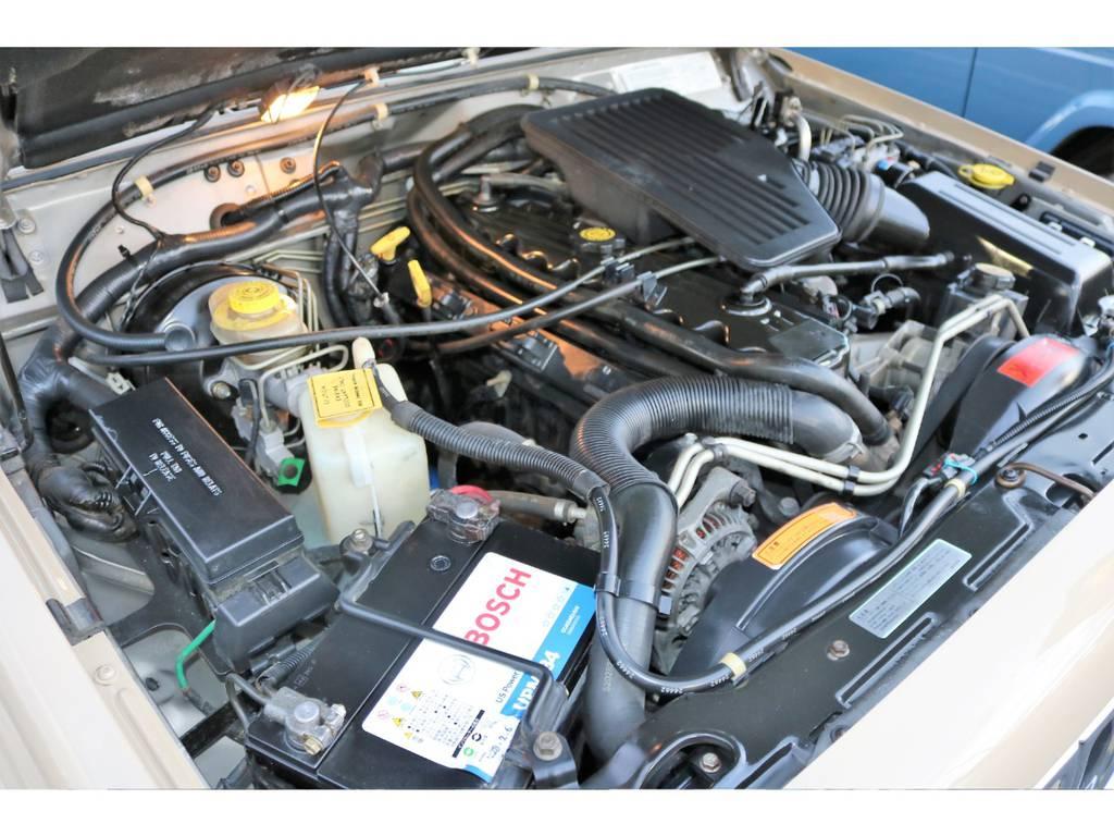 ご覧の通り綺麗なエンジンルーム☆別途安心メンテナンスパックもご用意しております。詳細はお気軽に担当スタッフまで♪ | ジープ チェロキー スポーツ 4WD