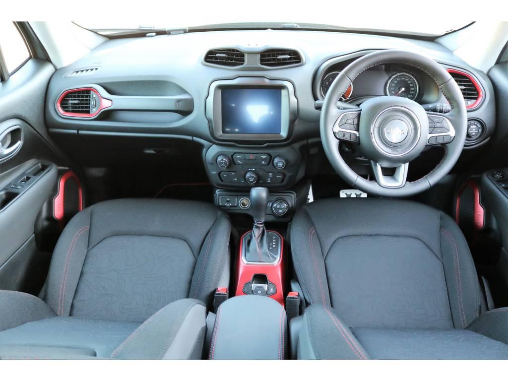 新車の香りが残るインテリア♪ | ジープ レネゲード トレイルホーク 4WD
