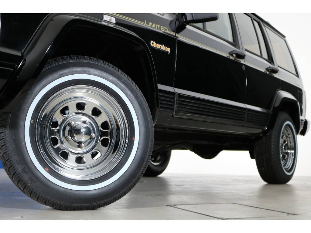 クロームデイトナホイール&ホワイトリボンタイヤ(新品装着) | ジープ チェロキー リミテッド 4WD