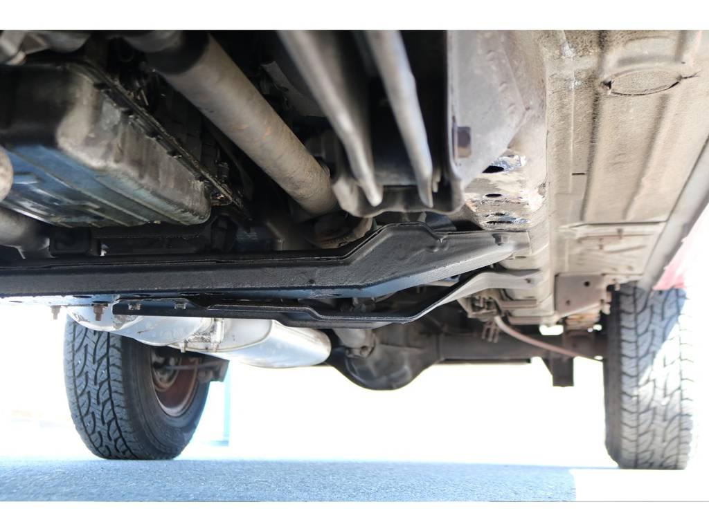劣悪な錆等なく下回りもご覧の通り綺麗な状態です! | ジープ チェロキー リミテッド 4WD