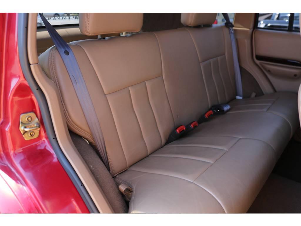 後部座席のレザーも綺麗な状態です! | ジープ チェロキー リミテッド 4WD