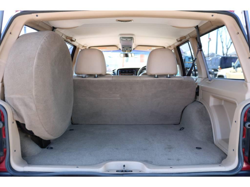 広々としたラゲッジスペースも綺麗な状態です! | ジープ チェロキー リミテッド 4WD