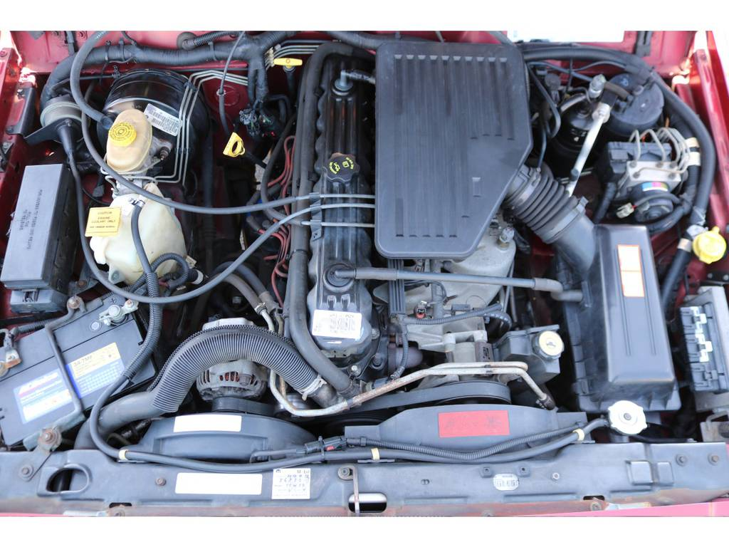 パワー不足を感じさせない4000㏄のパワフルなエンジン!ご覧の通り綺麗なエンジンルーム!別途安心メンテナンスパックもご用意しております。詳細はお気軽に担当スタッフまで♪ | ジープ チェロキー リミテッド 4WD