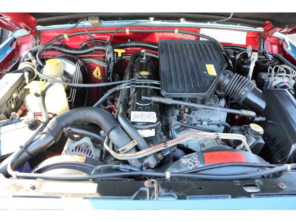 ご覧の通り綺麗なエンジンルーム☆別途安心メンテナンスパックもご用意しております。詳細はお気軽にスタッフまで♪ | ジープ チェロキー リミテッド 4WD