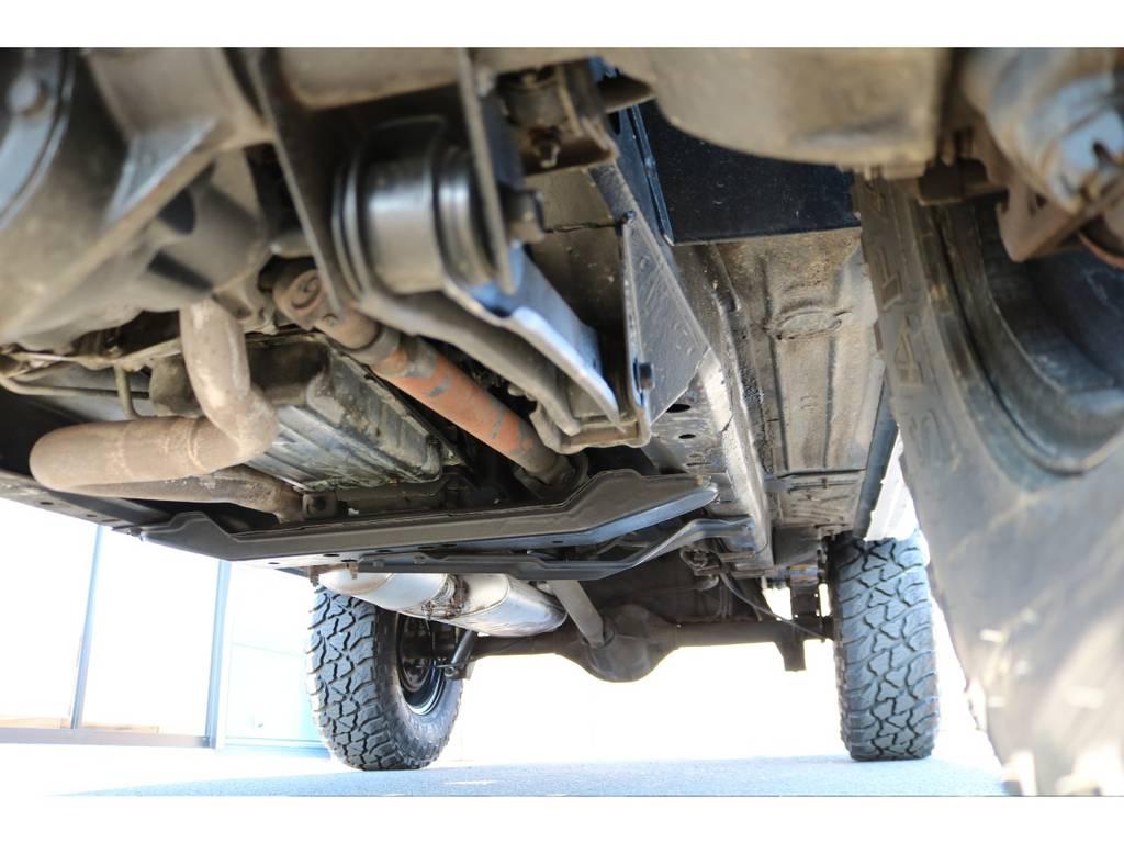 劣悪な錆等なく下回りもご覧の通り綺麗な状態です! | ジープ チェロキー スポーツ 4WD