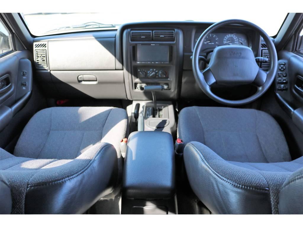 内装もとても綺麗な状態です!今や必需品の社外ナビ&ETC車載器完備! | ジープ チェロキー スポーツ 4WD