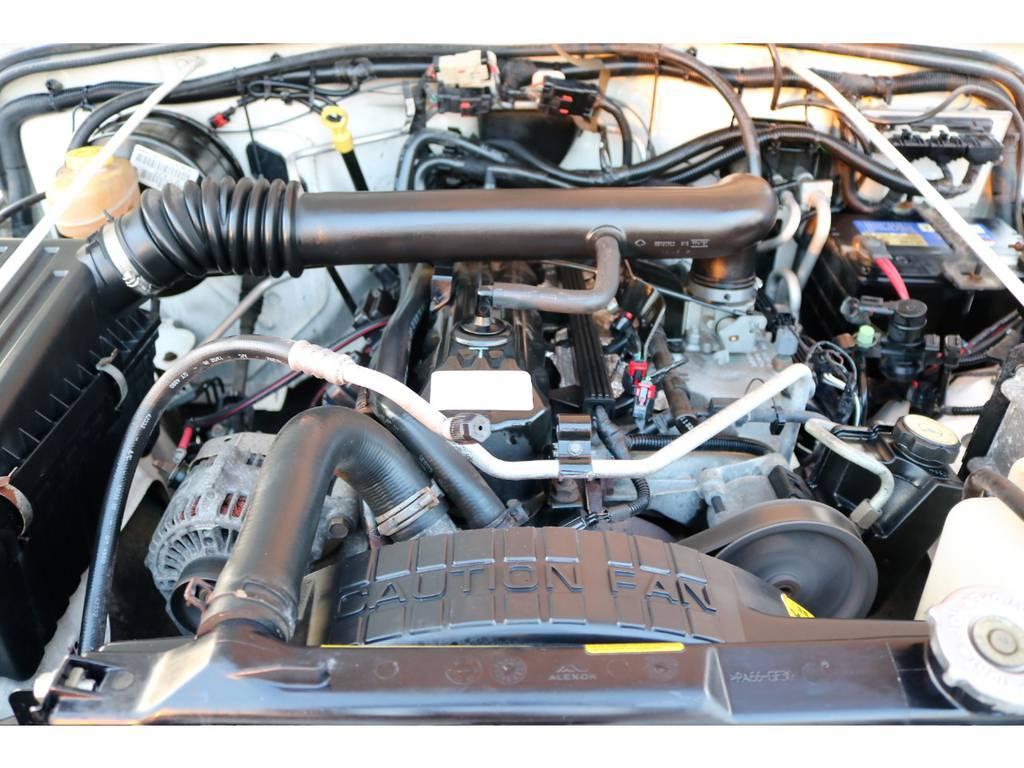 ご覧の通り綺麗なエンジンルーム☆別途安心メンテナンスパックもご用意しております。詳細はお気軽にスタッフまで♪ | ジープ ラングラー スポーツ ソフトトップ 4WD