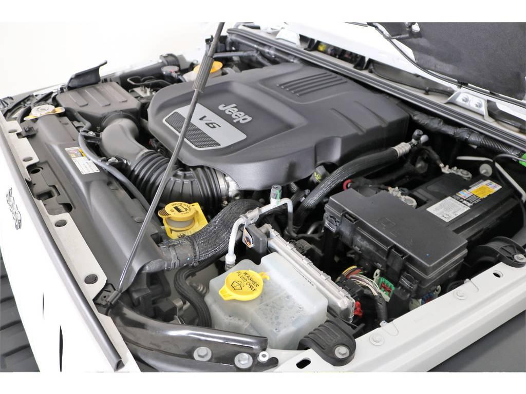 3,600CCエンジン☆ご覧の通り綺麗なエンジンルーム☆ | ジープ ラングラー アンリミテッド スポーツ 4WD