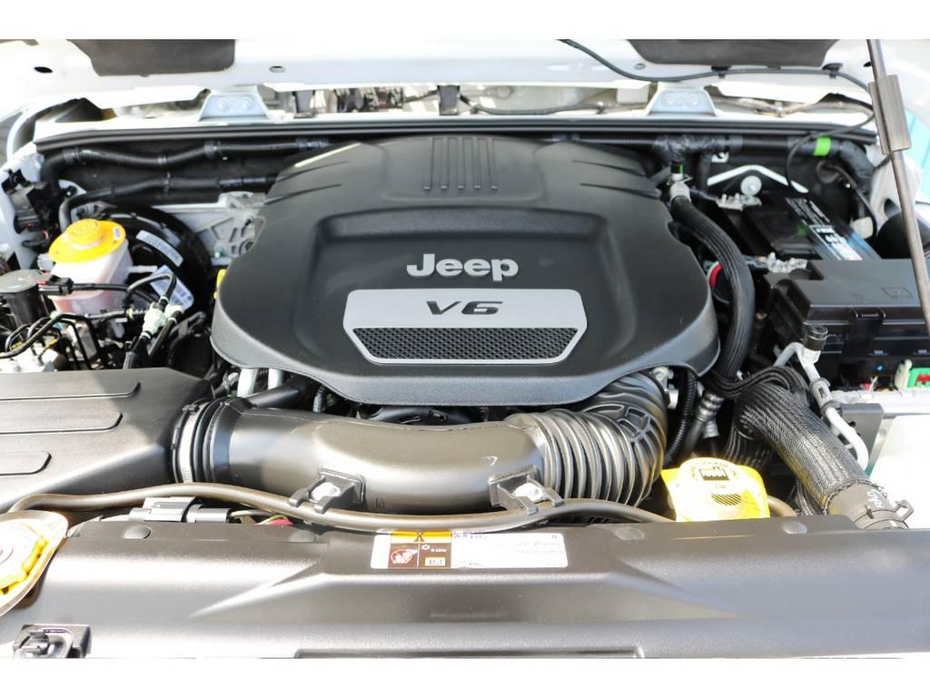 ご覧の様に綺麗なエンジンルーム☆ | ジープ ラングラー アンリミテッド サハラ 4WD