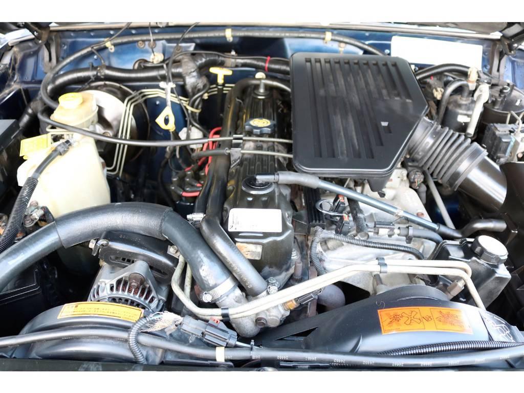 ご覧の通り綺麗なエンジンルーム☆別途安心メンテナンスパックもご用意しております。詳細はお気軽にスタッフまで♪ | ジープ チェロキー スポーツ 4WD