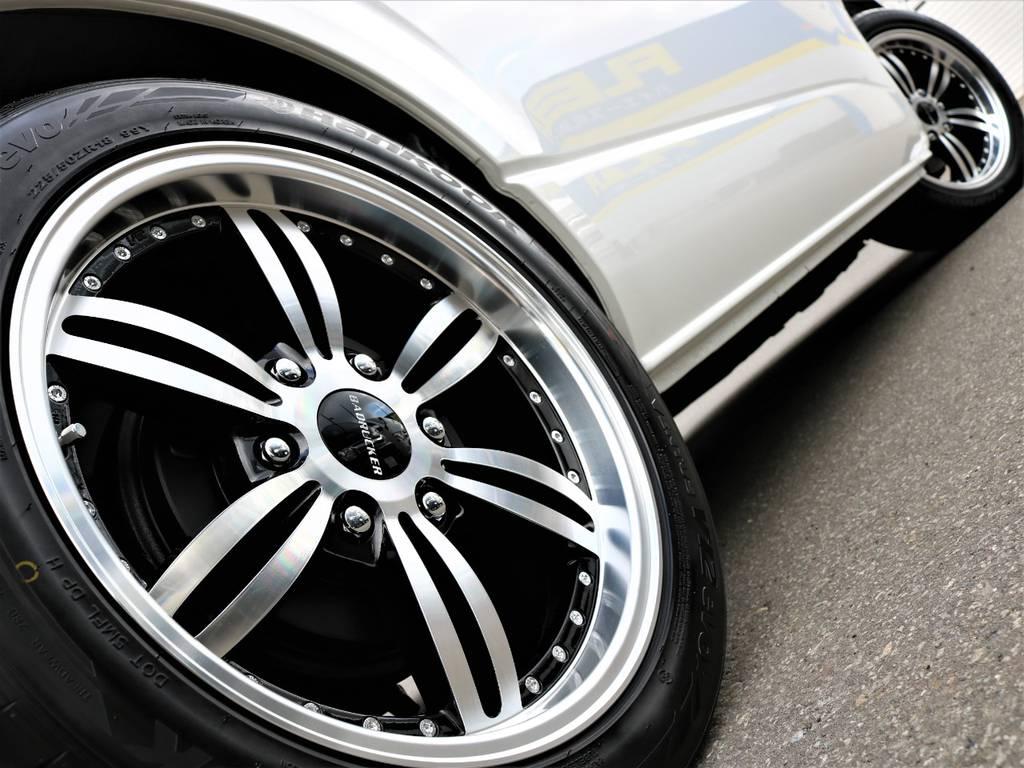 走行中のシルエットもかっこいいですよ!   トヨタ ハイエース 2.7 GL ロング ミドルルーフ 4WD FLEX Ver1 ツインナビPKG