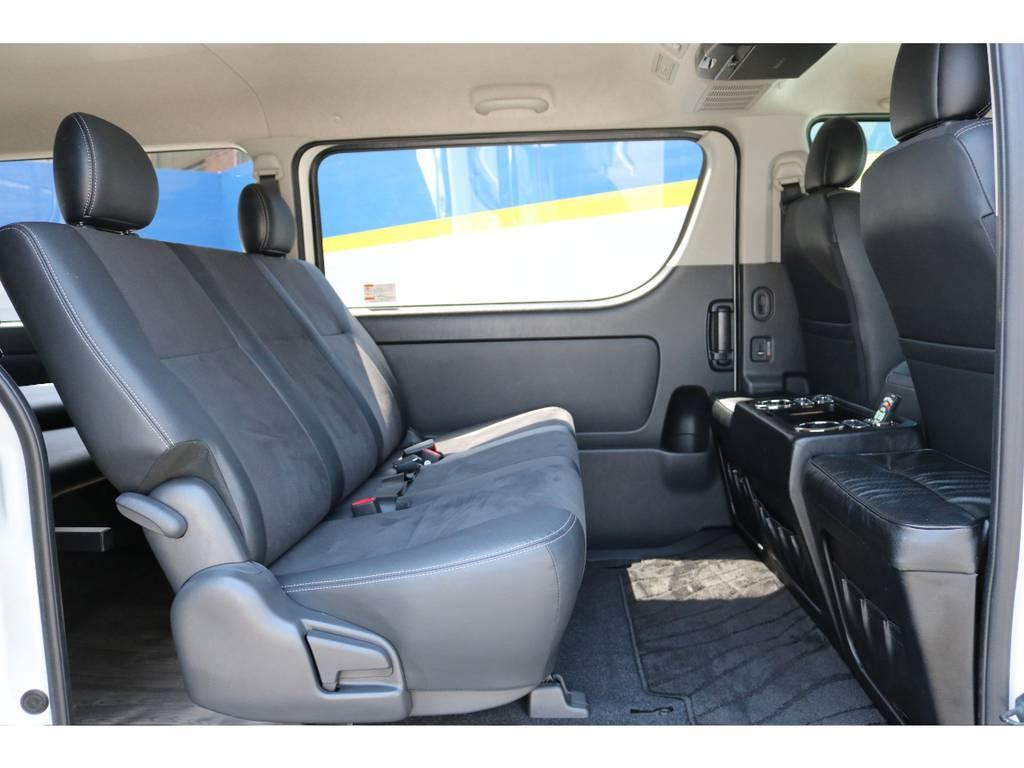 セカンドシートは純正ポジションより後ろにずらし、足元が広くなっております! | トヨタ ハイエースバン 3.0 スーパーGL  ダークプライム ロングボディ ディーゼルターボ