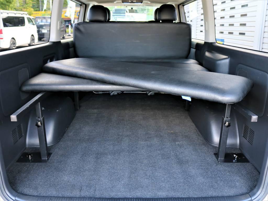 ベッドマットの取り外しは誰にでも簡単ですよ! | トヨタ レジアスエース 3.0 スーパーGL ロングボディ ディーゼルターボ 4WD 16inバルベロ ベッド フリップダウン