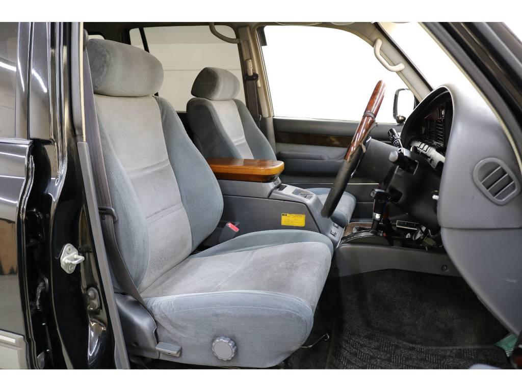 運転席/助手席共に年式に比べ綺麗な状態が保たれております♪ | トヨタ ランドクルーザー80 4.2 VXリミテッド ディーゼルターボ 4WD