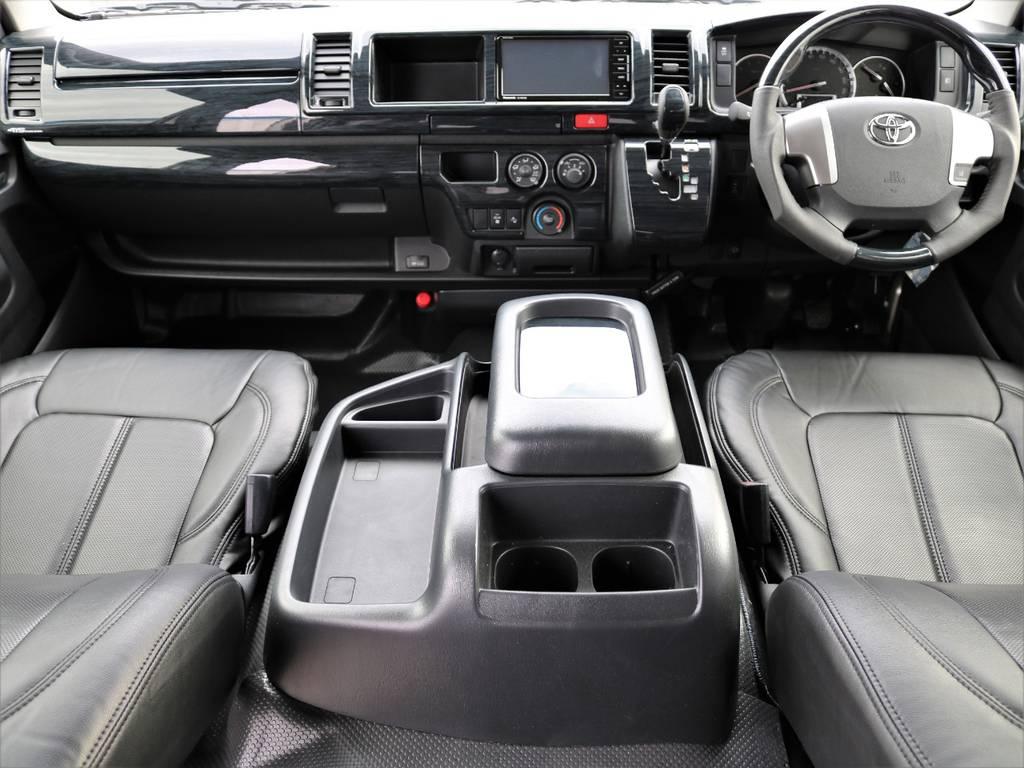 ナビ・ETC搭載!全席黒革調シートカバー装備!さらに黒木目調インテリアパネル&ハンドル&シフトノブも装備で高級感のある内装に! | トヨタ ハイエースバン 2.8 DX ワイド スーパーロング ハイルーフ GLパッケージ ディーゼルターボ 4WD フロアー施工&トリムレザーPKG