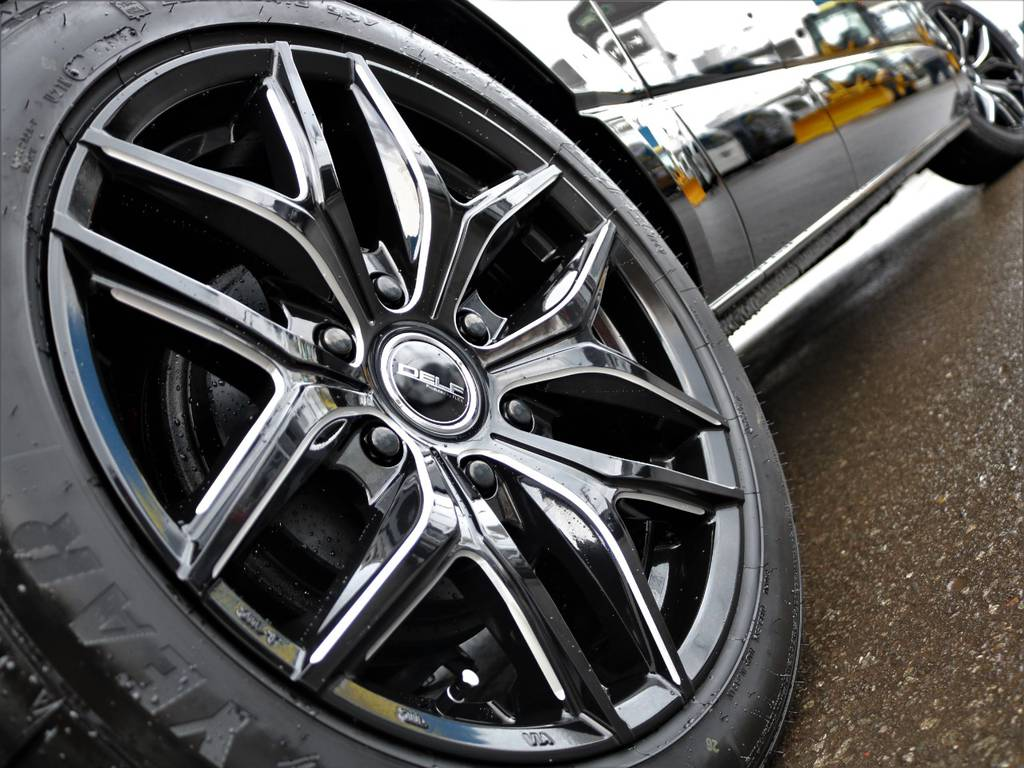黒で統一された迫力の外観! | トヨタ ハイエースバン 2.8 DX ワイド スーパーロング ハイルーフ GLパッケージ ディーゼルターボ 4WD フロアー施工&トリムレザーPKG
