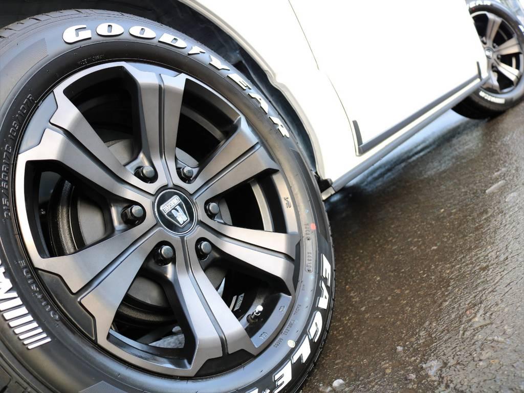 <ハイエース バン S-GL ダークプライムⅡ 全面フローリング&ベッドキットパッケージ> | トヨタ ハイエースバン 2.8 スーパーGL ダークプライムⅡ ロングボディ ディーゼルターボ 4WD フローリング&ベッドパッケージ