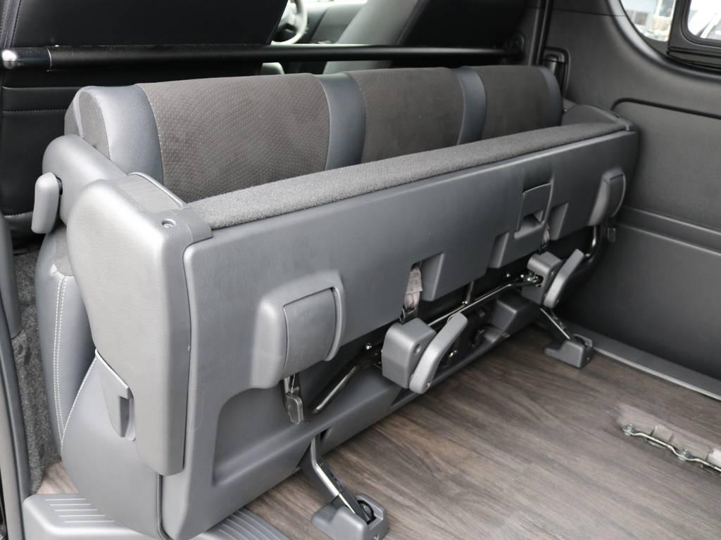 後部座席はたたんで跳ね上げることが可能!前後に2段階で位置をずらすこともできます! | トヨタ ハイエースバン 2.8 スーパーGL ダークプライムⅡ ロングボディ ディーゼルターボ 4WD フローリング&ベッドパッケージ