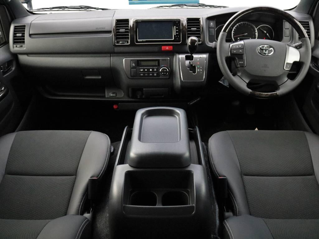 専用仕様の黒木目調マホガニーインテリアパネル! | トヨタ ハイエースバン 2.8 スーパーGL ダークプライムⅡ ロングボディ ディーゼルターボ 4WD フローリング&ベッドパッケージ