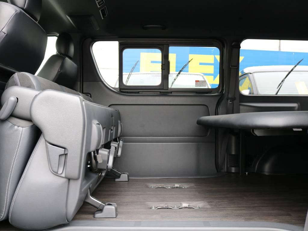 後部座席を跳ね上げることで荷室を広げることが出来ます! | トヨタ ハイエースバン 2.8 スーパーGL ダークプライムⅡ ロングボディ ディーゼルターボ 4WD フローリング&ベッドパッケージ