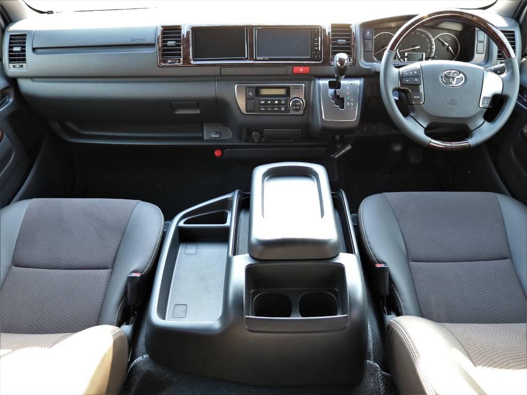 50周年記念限定仕様のマホガニー調インテリアパネル&ダークブラウンシート!   トヨタ ハイエースバン 2.7 スーパーGL 50THアニバーサリー リミテッド ワイド ミドルルーフ ロングボディ4WD FU-Wスライドシート
