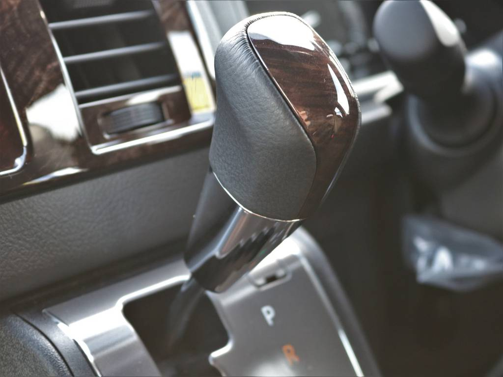 限定仕様のマホガニー調シフトノブ!   トヨタ ハイエースバン 2.7 スーパーGL 50THアニバーサリー リミテッド ワイド ミドルルーフ ロングボディ4WD FU-Wスライドシート