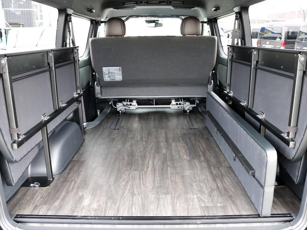 左右に跳ね上げることが可能で、荷物を積む際に邪魔になりません!   トヨタ ハイエースバン 2.7 スーパーGL 50THアニバーサリー リミテッド ワイド ミドルルーフ ロングボディ4WD FU-Wスライドシート