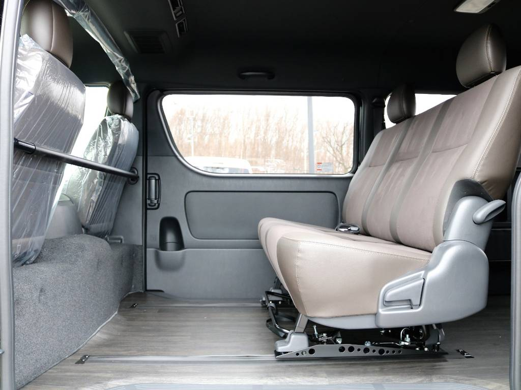 運転席助手席の後ろにデッキカウンター等を加えるなどすればアレンジの幅が広がります!   トヨタ ハイエースバン 2.7 スーパーGL 50THアニバーサリー リミテッド ワイド ミドルルーフ ロングボディ4WD FU-Wスライドシート