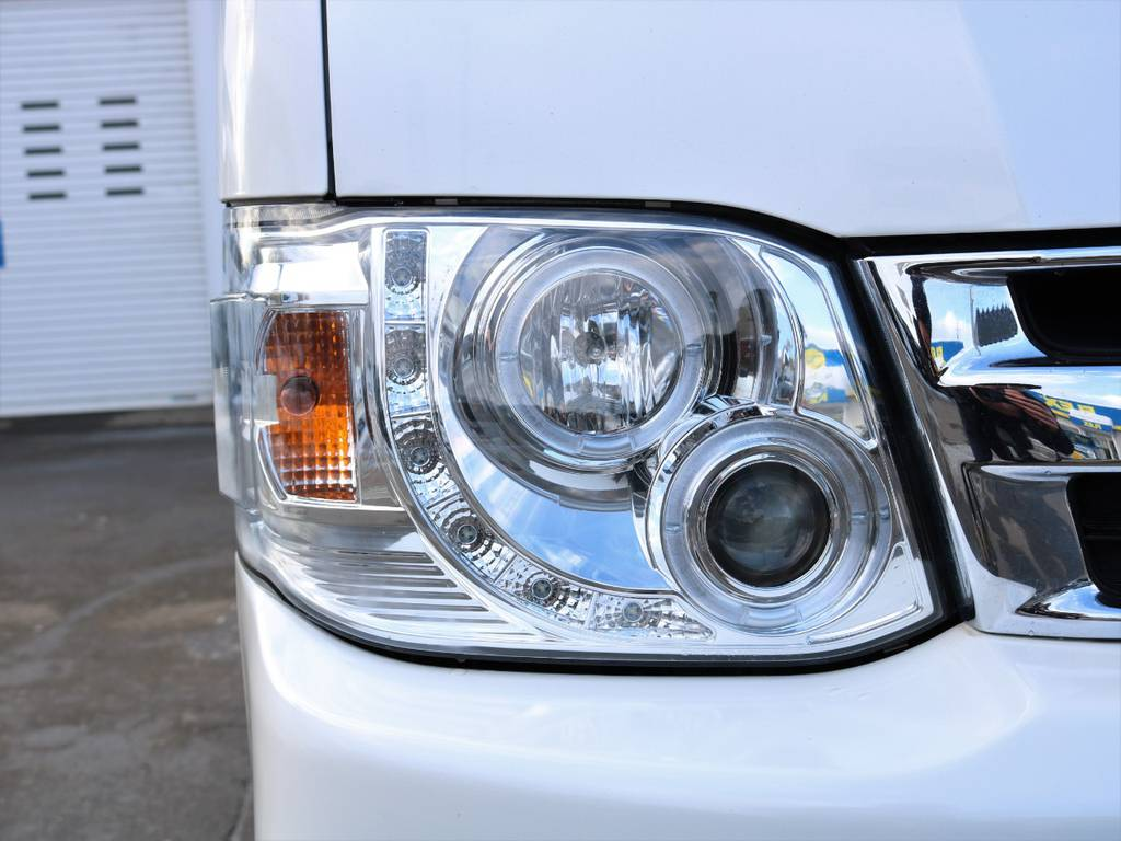 社外ヘッドライトでキマってます! | トヨタ ハイエース 2.7 グランドキャビン 4WD