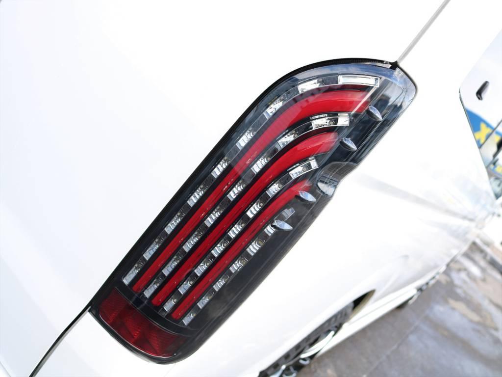 FLEXオリジナルLEDテールランプ煌きRED装着! | トヨタ ハイエース 2.7 グランドキャビン 4WD