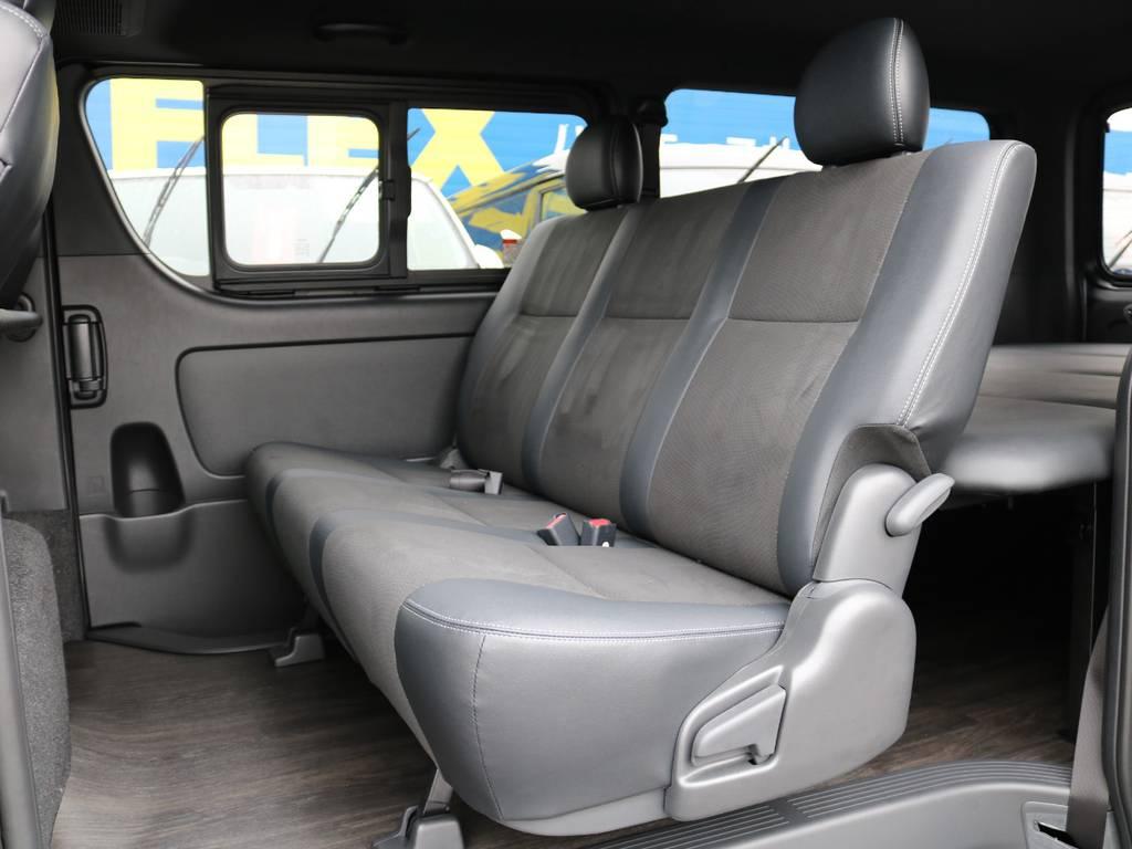 2ndシート足元までしっかりフローリング施工済み! | トヨタ ハイエースバン 2.8 スーパーGL ダークプライムⅡ ロングボディ ディーゼルターボ 4WD 床張りツインナビPKG