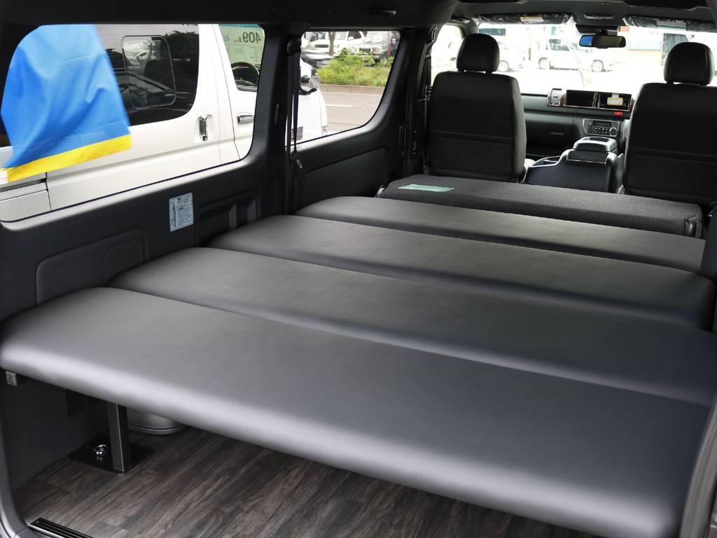 ワイドバンならではのベットスペース!広々と車中泊をお楽しみ頂けます!
