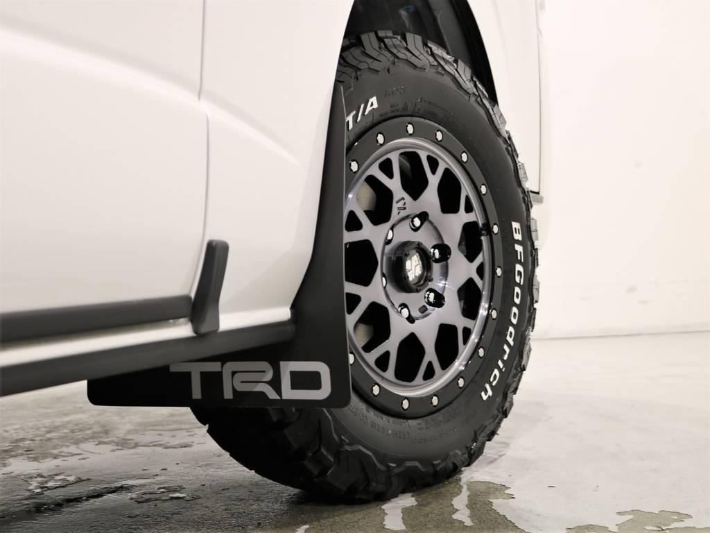 TRDマッドフラップ装着! | トヨタ ハイエースバン 2.8 スーパーGL ダークプライムⅡ ロングボディ ディーゼルターボ 4WD ベッドキッド&ワイルドカスタム