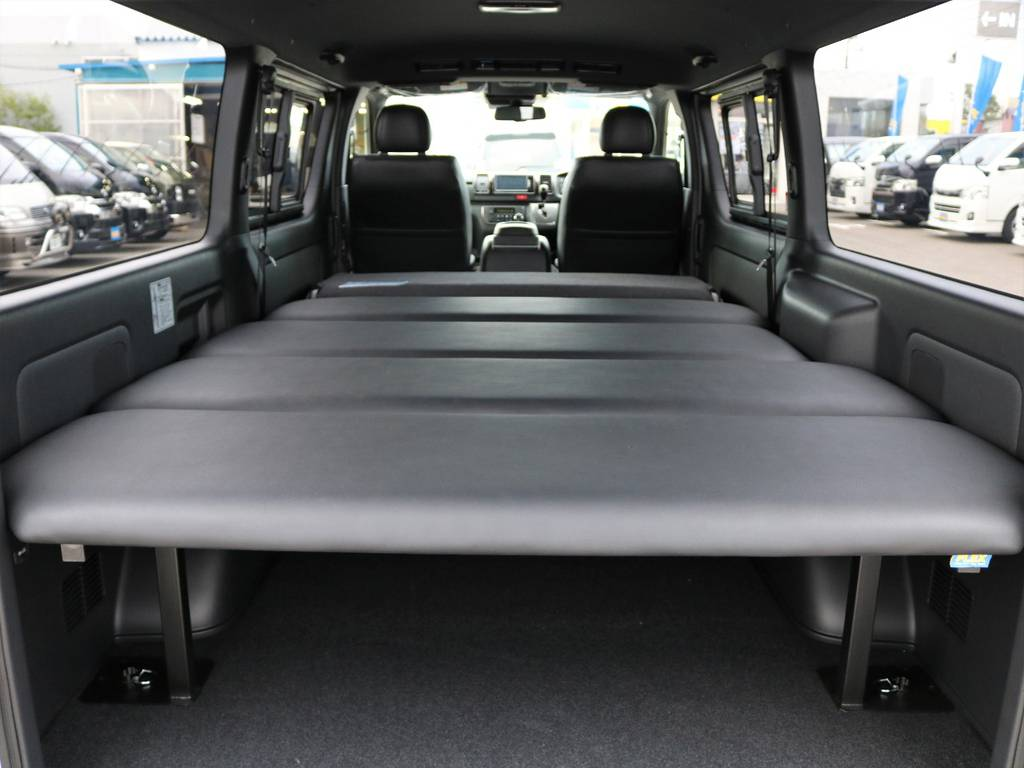 2列目シートリクライニングでベットスペースも拡大可能! | トヨタ ハイエースバン 2.8 スーパーGL ダークプライムⅡ ロングボディ ディーゼルターボ 4WD ベッドキッド&ワイルドカスタム