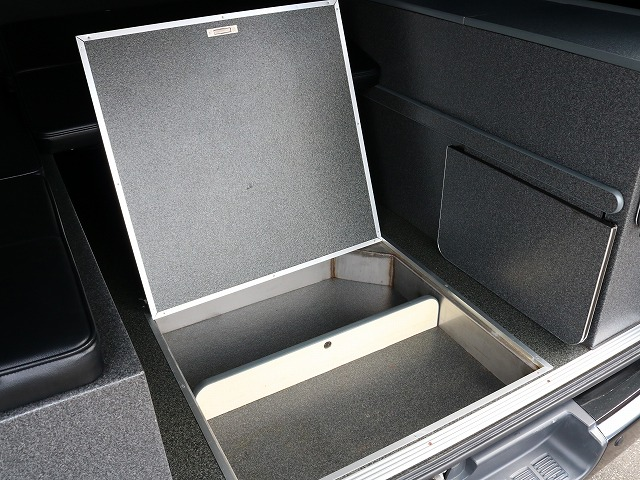 収納スペース! | トヨタ レジアスエース 2.7 スーパーGL ワイド ミドルルーフ ロングボディ 4WD 8ナンバー