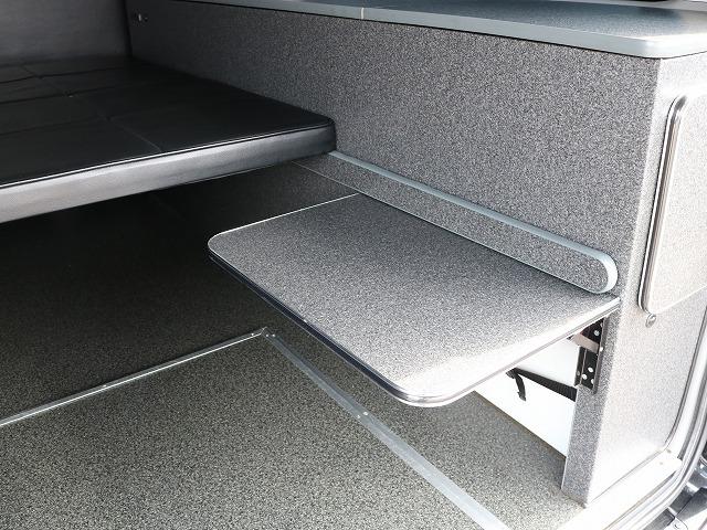 格納式テーブル! | トヨタ レジアスエース 2.7 スーパーGL ワイド ミドルルーフ ロングボディ 4WD 8ナンバー